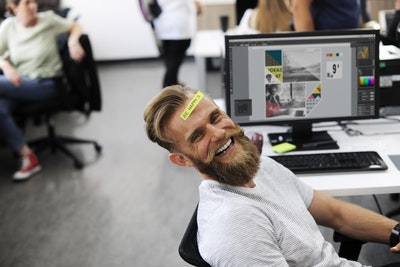Gelukkige medewerkers zijn minder vaak ziek